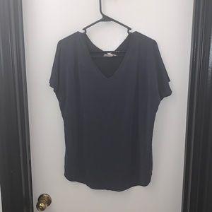 Pink Rose Gray V-Neck T-Shirt in Size Large